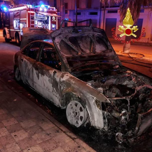 Attentato auto sindaco Cardedu (Credit: uff. st. VVFF) - DA